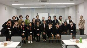 村松さんと原さんを囲んでの記念写真(中央のお2人)