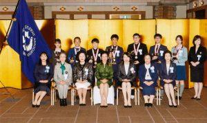 高円宮妃殿下を囲み受賞者とSI東京-東会員