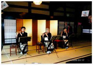 中央が福原先生。横笛についての簡単なレクチャーもいただきました。