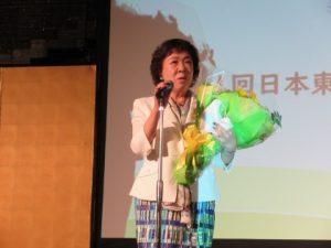 新型コロナウイルス感染拡大防止のため4月のリジョン大会は中止になりました。そこで、石本陽子直前ガバナーへサプライズの花束贈呈。