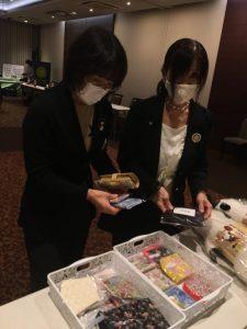会員間バザー(マスクやハンカチなど沢山の品物が集まり完売!)