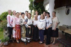 民族衣装のSIブラショフの会員